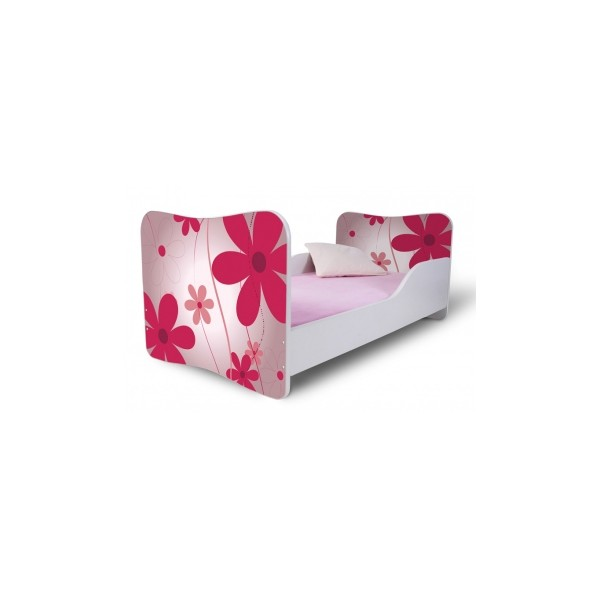 Dětská postel s růžovými květinami